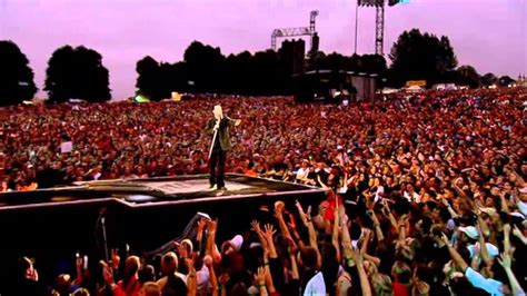 Robbie Williams- Me and My Monkey - Live at Knebworth