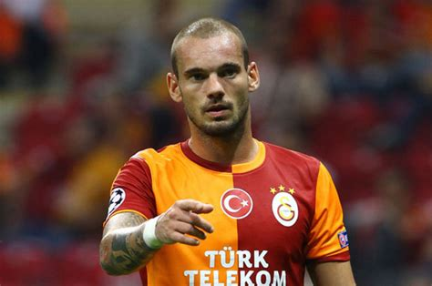 Wesley Sneijder coy on Chelsea and Manchester United talk